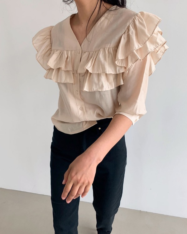 Mood frill blouse