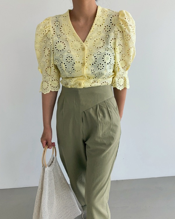 Punching puff line blouse