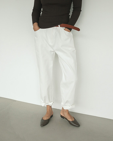 Canva white pants