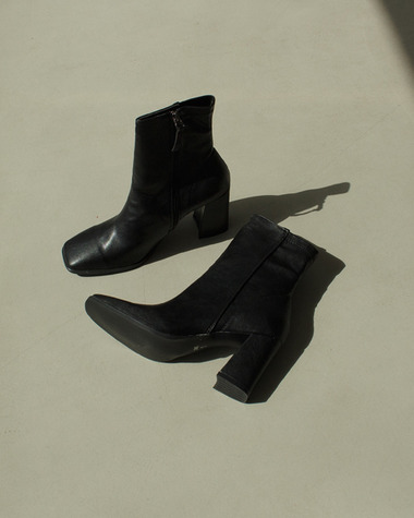 AT147 Suqare line ankle boots