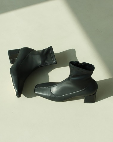 LN0291-1 Slim black ankle boots