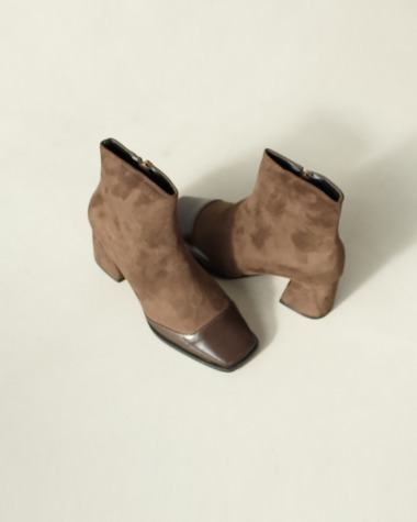 CM246 Square point ankle boots