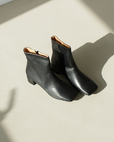 AT179 Square line ankle boots