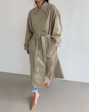 Wing strap trench coat