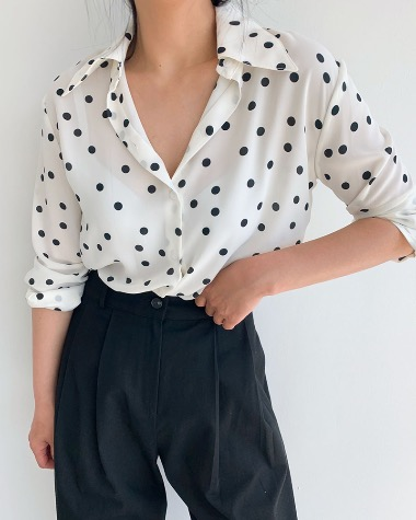Dot color blouse