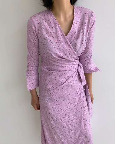 Dot shirring wrap dress