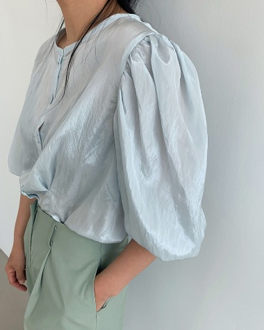 Mind puff blouse
