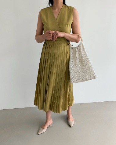 Roli pleats sleeveless dress