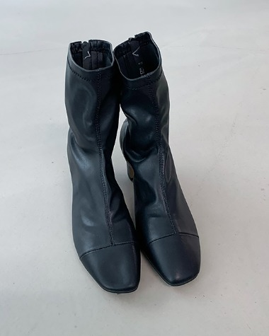 W4023 Smooth ankle boots