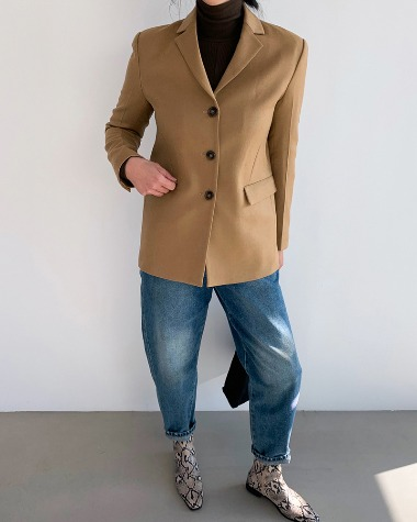 Simple button jacket