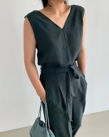 Loader sleeveless blouse