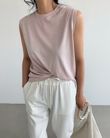 Silky sleeveless tee