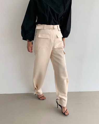 Buckle detail pants